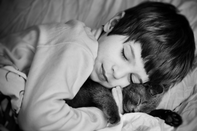 25 zdjęć, które udowadniają, że każde dziecko powinno być wychowywane ze zwierzakiem