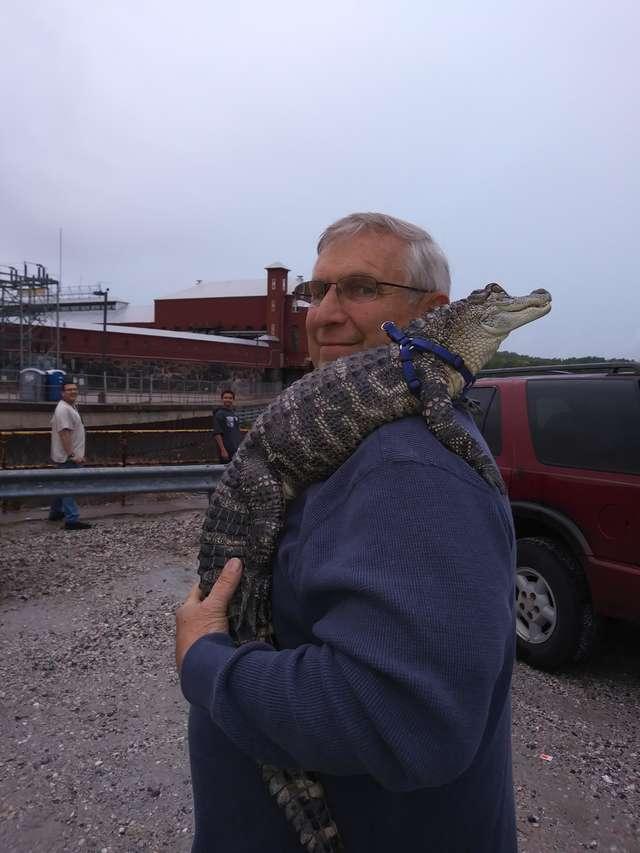 """Jego domowym pupilem jest aligator. """"Ma w sobie masę miłości i kocha się przytulać"""""""