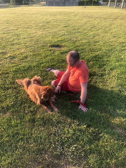 """""""Doceniaj każdą chwilę z psem…"""" – poruszająca wypowiedź opiekuna, który stracił przyjaciela"""