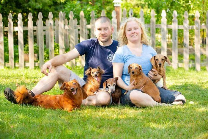 30 najlepszych rodzinnych portretów z psiakami w roli głównej