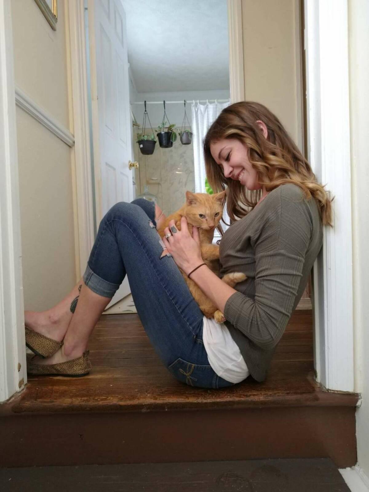 Po 536 dniach poza domem, zaginiony kot wskakuje w ramiona swojej ukochanej mamy